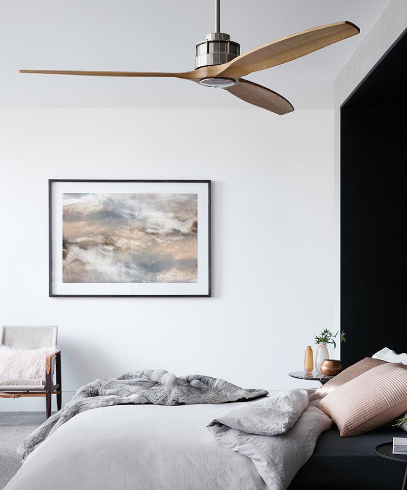 Houten ventilator in slaapkamer