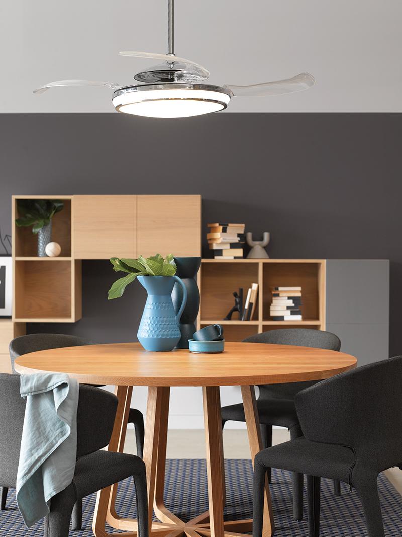 Transparante ventilator met verlichting in keuken