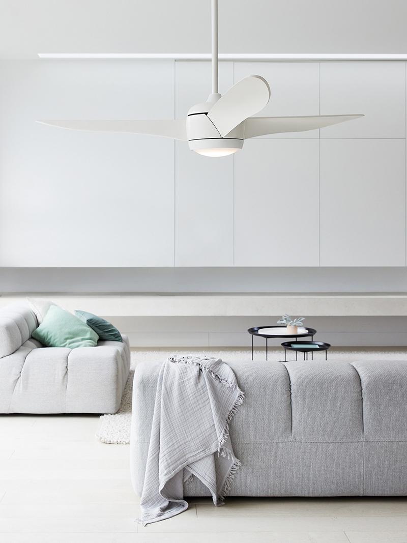 Witte ventilator in woonkamer