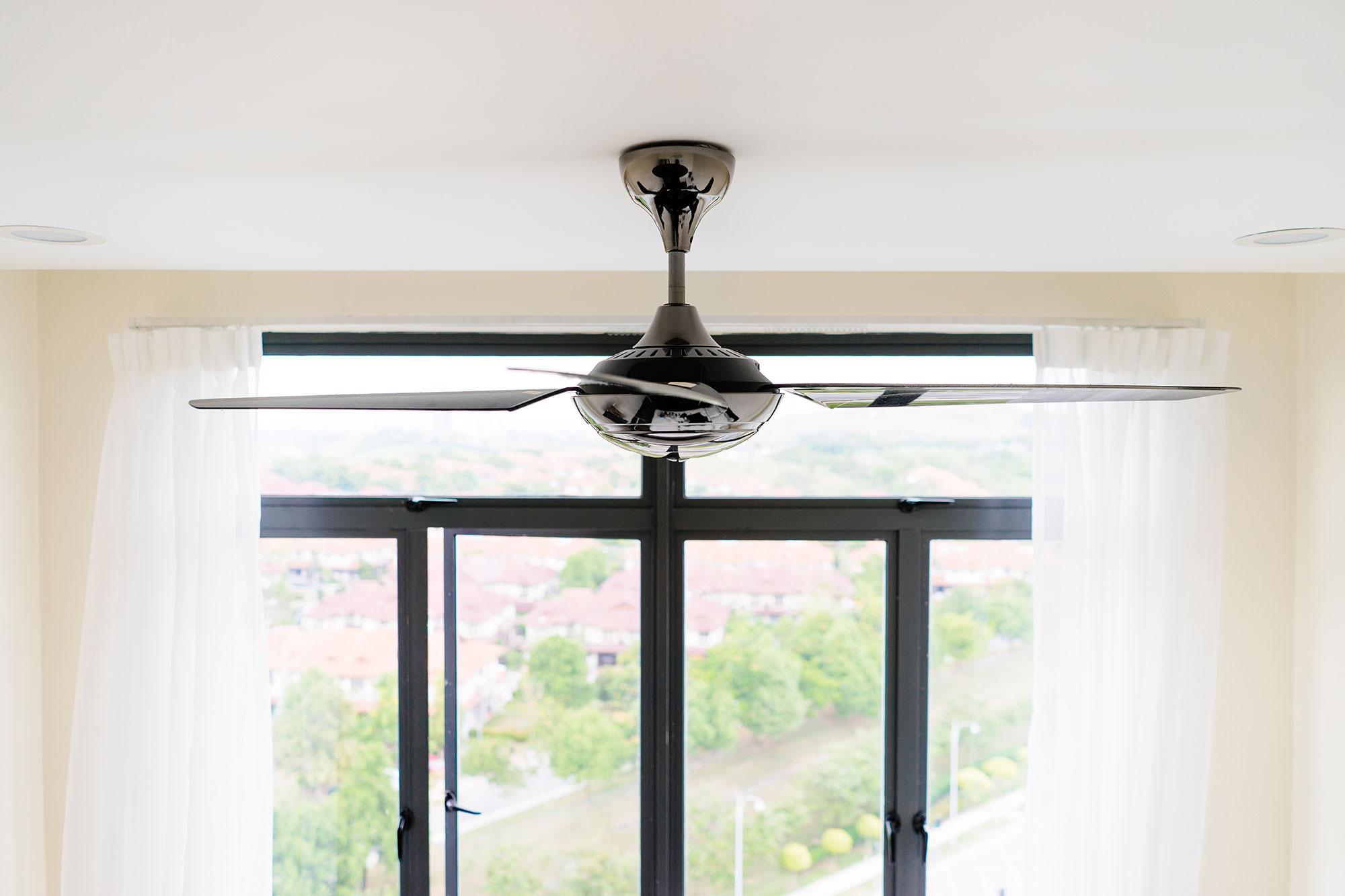 Verkoeld De Warme Zomer Door Met Ventilatoren